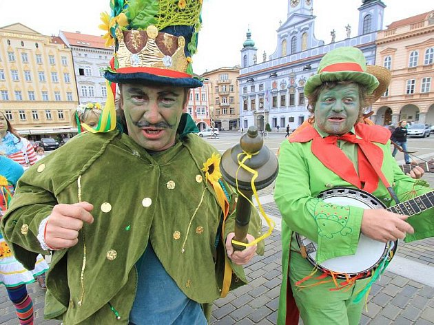 Vodníci lákali kolemjdoucí na velké setkání pohádkových bytostí, které začíná v  Chlumu u Třeboně