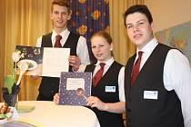 Studenti s českými kořeny, kteří se podíleli na vzniku kuchařky. Zleva Matěj Maryška, Sarah Reichenberger a Patrik Krammer.