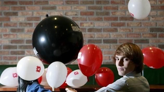 Sen si splnil student Roman Jabůrek z Českých Budějovic (23). Z fanouška kapely Kryštof se stal tím, kdo se nyní na turné stará o její show s  balonky.
