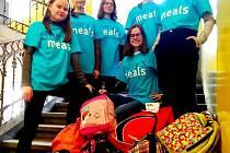 Nezisková organizace Mary's Meals poskytuje jídlo chudým dětem po celém světě. Zapojili se i studenti z Českých Budějovic.