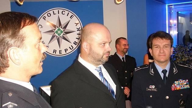 Zleva: jihočeský policejní ředitel Radomír Heřman, ministr vnitra Martin Pecina a ředitel Policie ČR Oldřich Martinů.
