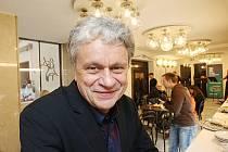 Jihočeská filharmonie otevřela 4. října své přestavěné sídlo v českobudějovickém kostele sv. Anny. Práce stály sedm milionů korun. Na snímku ředitel orchestru Otakar Svoboda.