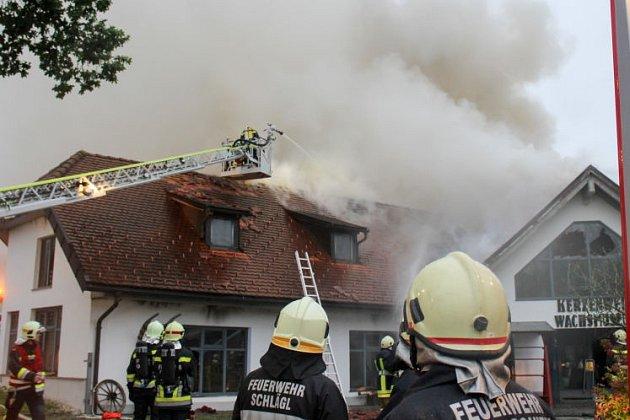 Požár za humy zničil výrobnu svíček.