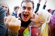 Festival Mighty Sounds, na který letos přijelo 15 000 lidí, bojuje o svou existenci v Táboře. Za loňský ročník dostali pořadatelé pokutu 420 000 korun kvůli příliš velkému hluku a čeká je další postih. Snímek z letošního ročníku.