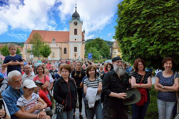 Za strašidly se v pátek vydali účastníci Muzejní noci v Týně nad Vltavou. Nechyběly ani scénky v podání členů místní Divadelní společnosti Vltavan.