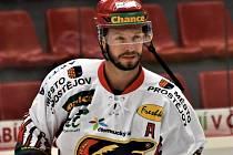 Poslední tři sezony oblékal Tomáš Nouza dres prostějovských Jestřábů, od příštího ročníku bude nastupovat za Vrchlabí. o