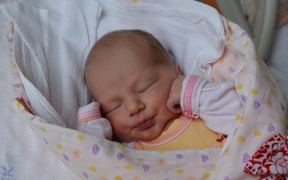 Julie Kalianková z Vodňan. Prvorozená dcera Hany Ticháčkové a Jana Kalianka se narodila 10. 5. 2021 v 7.28 hodin. Při narození vážila 2850 g a měřila 47 cm.Foto: Jana Krupauerová