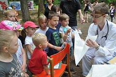 Dvacet stanovišť s celou paletou her a aktivit čeká i letos na účastníky Pohádkového lesa.