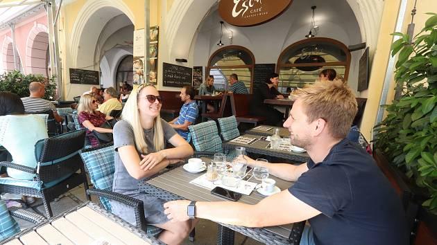 Předzahrádka Esence café na českobudějovickém náměstí