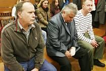 Obžalovaní policisté před soudem