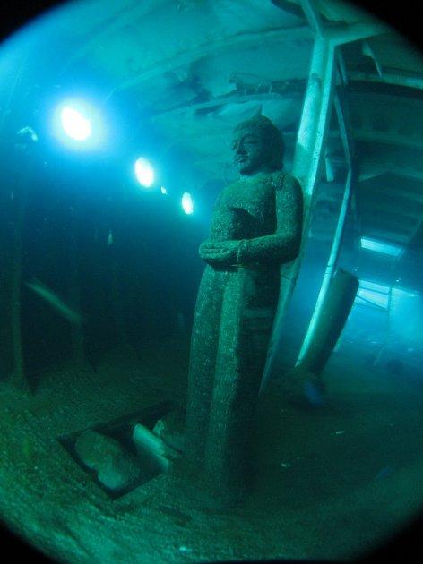Filmový festival Voda moře oceány přiblíží na Hluboké iprojekt Obsazeno mořem, kdy se vIndonésii zvraku lodi dlouhé 43metrů stal umělý útes.