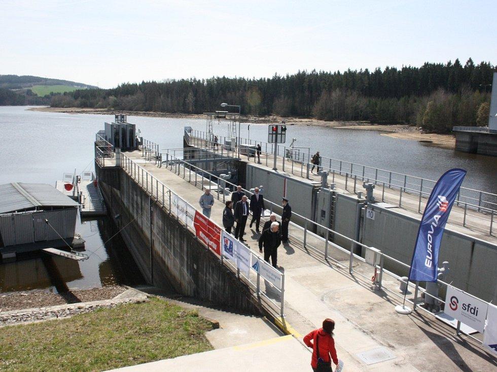 Dokončená plavební komora byla oficiálně otevřena na hněvkovické přehradě.