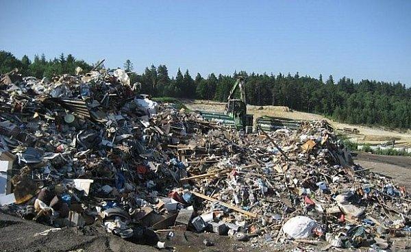 Hory popovodňového odpadu.