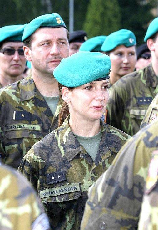 Ve čtvrtek dopoledne měli na bechyňském letišti příslušníci KFOR, kteří se vrátili z mise, slavnostní nástup a vyznamenání.