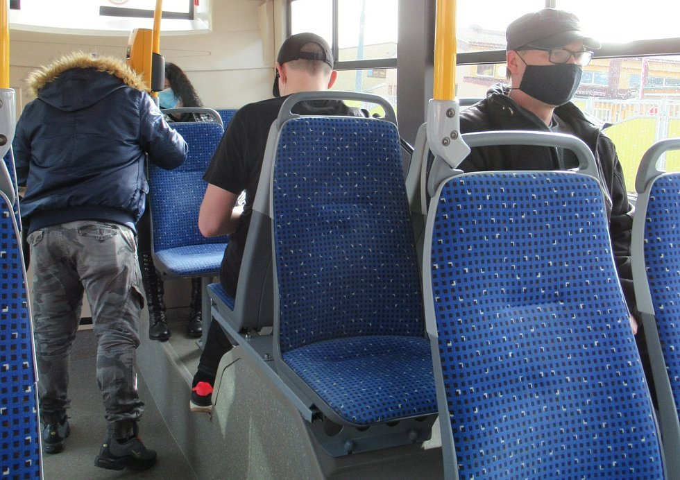 Revizoři Dopravního podniku města České Budějovice dodržují přísná pravidla, často odhalují i černé pasažéry, kteří předvádí zdařilé herecké výkony nebo používají různé triky.