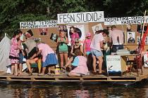 Tradiční benátské noci v Plavu se zúčastnila pouze tři netradiční plavidla.