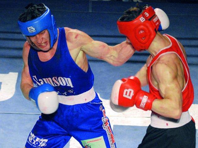 Ravšan Chalmatov (vlevo) ve svém premiérovém vystoupení svedl se Zábojníkem velkou, ale i vítěznou bitvu.