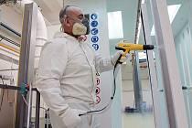 Moderní prášková lakovna je v areálu českobudějovické společnosti Aspera Technology v provozu teprve několik týdnů. Velká prášková lakovací linka je k dispozici i zájemcům o zakázkové lakování. Výhodou jsou kromě kvality také krátké dodací termíny.