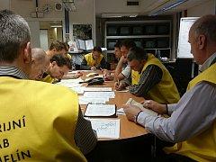 Havarijní štáb v Temelíně měl v pondělí odpoledne pořádně napilno. Vedení elektrárny uspořádalo tajné cvičení, které prověřovalo připravenost zaměstnanců na mimořádné situace.