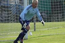 Exhlubocký brankář ve službách Olešníka Jan Matoušek držel doma ševětínské střelce na uzdě, byl obvyklou oporou svého týmu, ale dvěma gólům ve své síti přesto nezabránil a Ševětín vyhrál šlágr 2:1.