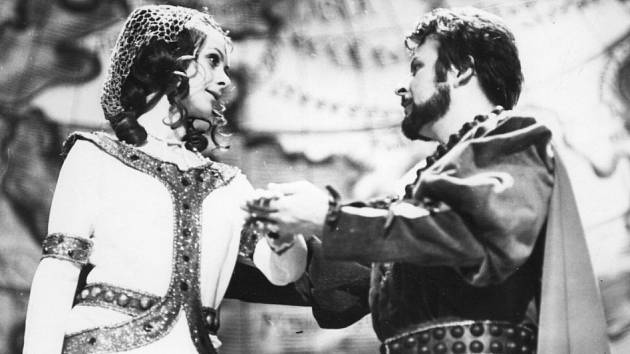 Ivan Klička jako Perikles, na snímku s Bibianou Šimonovou. Rok 1974