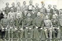 Třetí ročník měšťanské chlapecké školy v Týně roku 1918.