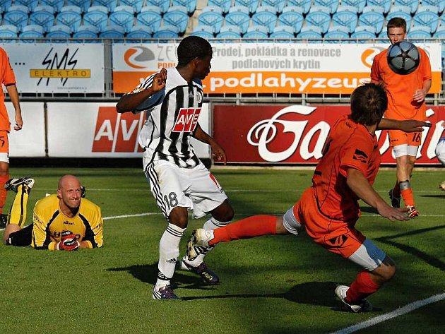 Fernando Hudson v generálce Dynama se Strakonice zvyšuje v 90. minutě po Kaňákově přihrávce na 4:0, pár vteřin nato ještě Ondrášek pátým gólem výhru favorita zpečetil.