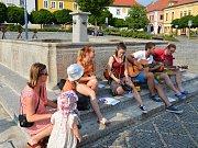 Ve středu hráli v Týně nad Vltavou v ulicích místní muzikanti.