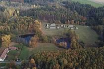 Archeoskanzen v Trocnově má mít 14 objektů (na vizualizaci vpravo nahoře od současné hlavní budovy památníku). Už byla vysoutěžena firma, která zatím vytvoří trojrozměrný model skanzenu. Vizualizace: archiv Jihočeského kraje