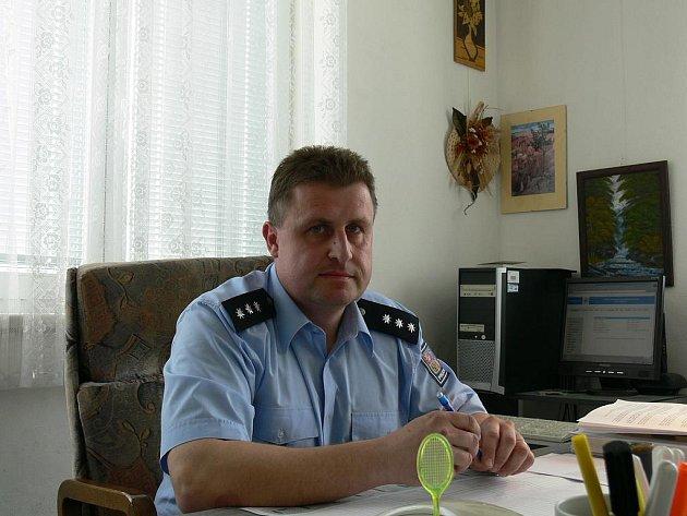V čele obvodního oddělení Policie v Ševětíně stojí nadporučík Vladimír Kožíšek. Svůj volný čas tráví nejraději s rodinou a věnuje se dvouleté dceři Terezce