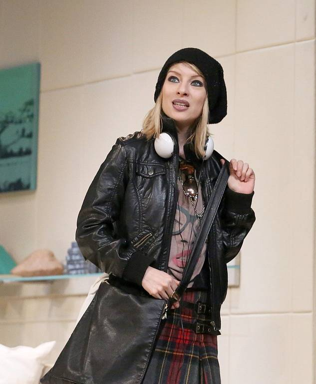Činohra Jihočeského divadla uvedla 24. dubna premiéru komedie Žena jako druh. Na snímku Teresa Branna, která hraje Molly Rivers.