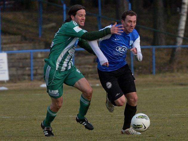 Jan Šimák v zápase s Bohemians Praha uniká Demeterovi.