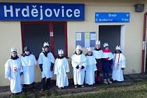 Tři králové se o víkendu vydali na obchůzku domácností v Hrdějovicích.
