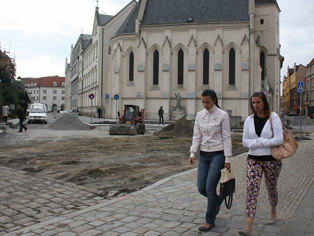 Křižovatka na Senovážném náměstí v Českých Budějovicích.