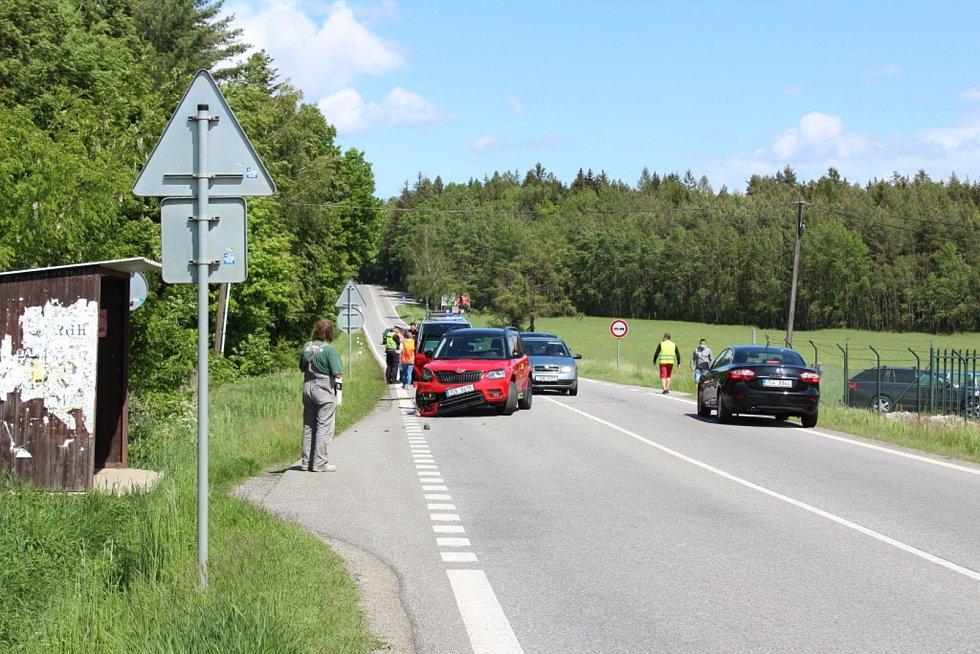 Provoz na trase České Budějovice - Lišov přibrzdila v neděli 24. května 2020 nehoda poblíž samoty Na Klaudě.