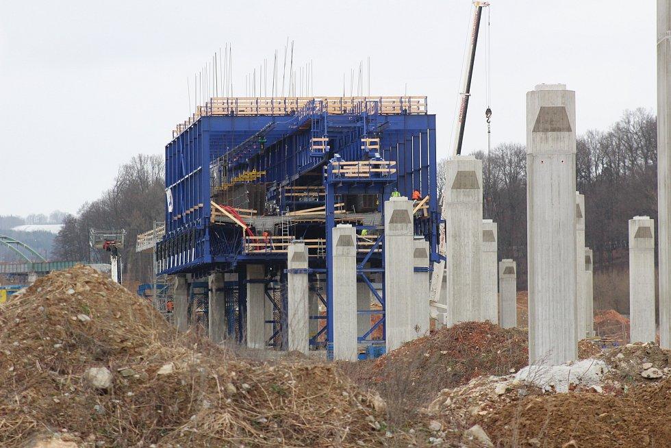 Plným tempem pokračuje výstavba obchvatu Českých Budějovic.