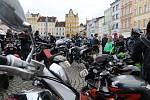 Motorkáři zastavili na Štědrý den v poledne na českobudějovickém náměstí