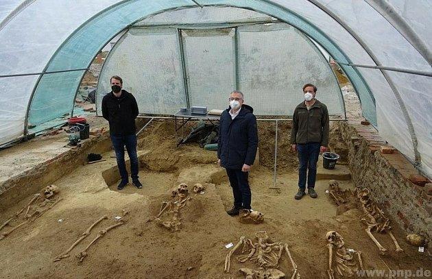 Archeologové našli 150koster najednou!