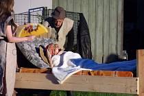 Netradiční divadlo hrají ochotníci v Zahorčicích u Boršova nad Vltavou.