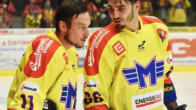 Jan Veselý (na snímku vpravo s Miroslavem Holcem) dal v Havířově vítězný gól Motoru.