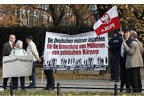 Polští odpůrci protestovali.