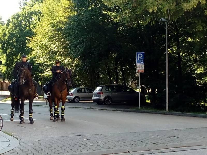 Policisté dohlíželi na příchod slavistických fanoušků na českobudějovický Střelecký ostrov.