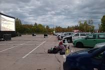 Budějovický majáles nabídl ve středu autokino na parkovišti letiště v Plané.