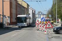 Práce na křižovatce ulic Pekárenská - Jírovcova.