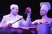 Jihočeské divadlo uvede 8. dubna premiéru komedie Shakespeare ve 120 minutách. Hrají Pavel Oubram, Tomáš Drápela a Tomáš Havlínek.