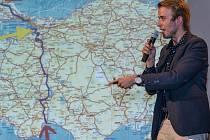 Ladislav Zibura napsal knihu 40 dní pěšky do Jeruzaléma. Je fenomenální, vtipná, zaslouží si 100 procent a zhmotňuje skvělý byznysplán.