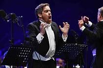 Závěrečný koncert 25. ročníku Mezinárodního hudebního festivalu Český Krumlov se odehrál 6. srpna v pivovarské zahradě. Zaznělo dílo Carmina Burana, na snímku jeden ze sólistů, barytonista Audun Iversen.