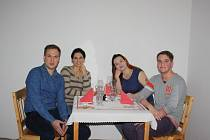 Společně v neděli zasedli za jedním stolem (zleva) Miloslav Mezera, Nazila Navabi, Marcela Kassai a Daniel Vávra.