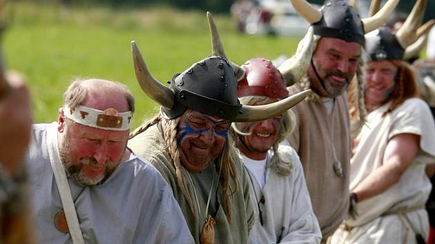 Slavnosti slunovratu v sobotu 23. června v Holašovicích.