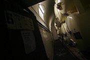 Na snímku pohled do sklepa s ležáckými tanky, každý o objemu 17.000 litů piva.